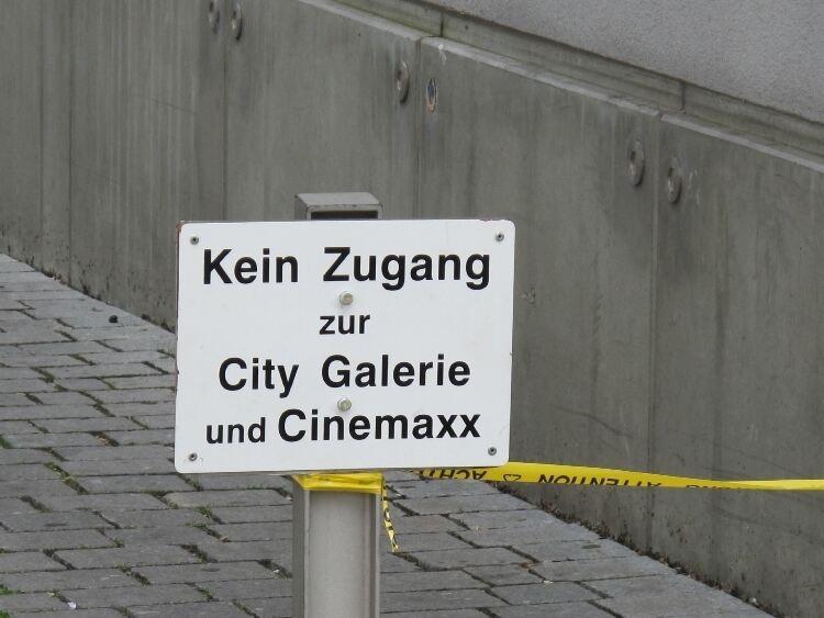 zugang zur city galerie in augsburg ist gesperrt bilder b4b schwaben. Black Bedroom Furniture Sets. Home Design Ideas