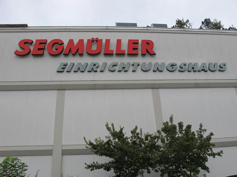 Segm ller abseits von preisschlacht und gigantismus for Einrichtungshaus frankfurt