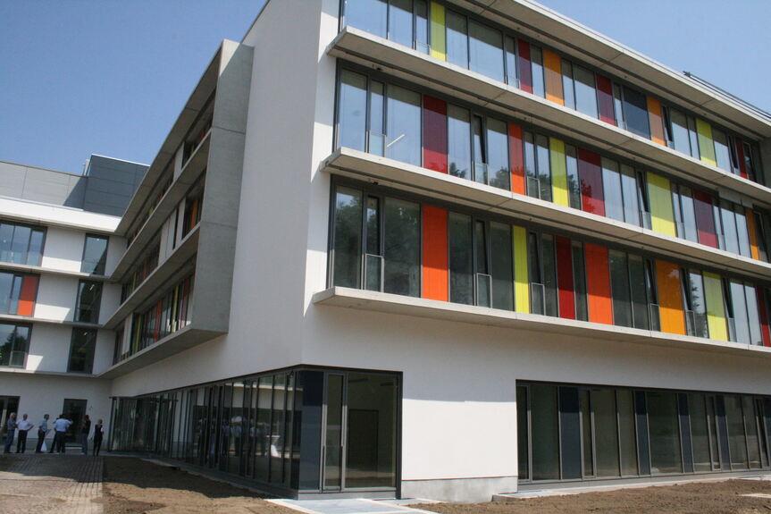 f r die ganze familie die neue kinderklinik augsburg augsburg b4b schwaben. Black Bedroom Furniture Sets. Home Design Ideas