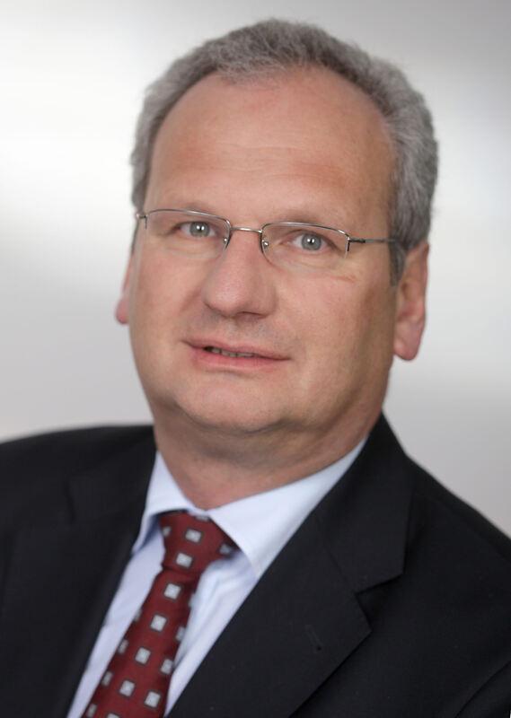 <b>Hans Müller</b> befürchtet steigende Preise, Produktionsverlagerungen ins ... - 175534_1_articledetail_hans-mueller-befuerchtet-steigende-preise-produktionsverlagerungen-ins-ausland-und-nachteile-fuer-den-bildungsbereich-foto-bbv