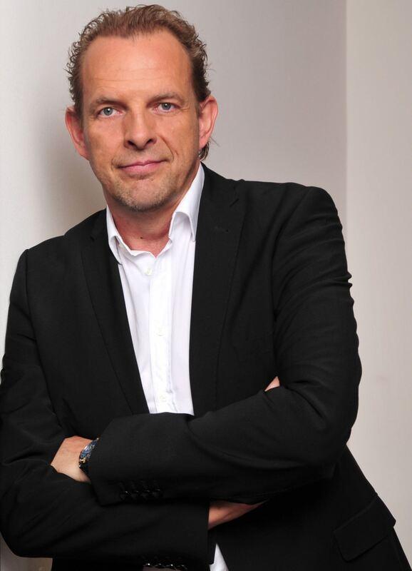 Weltbild Neuer Gesch Ftsleiter F R Non Media Augsburg
