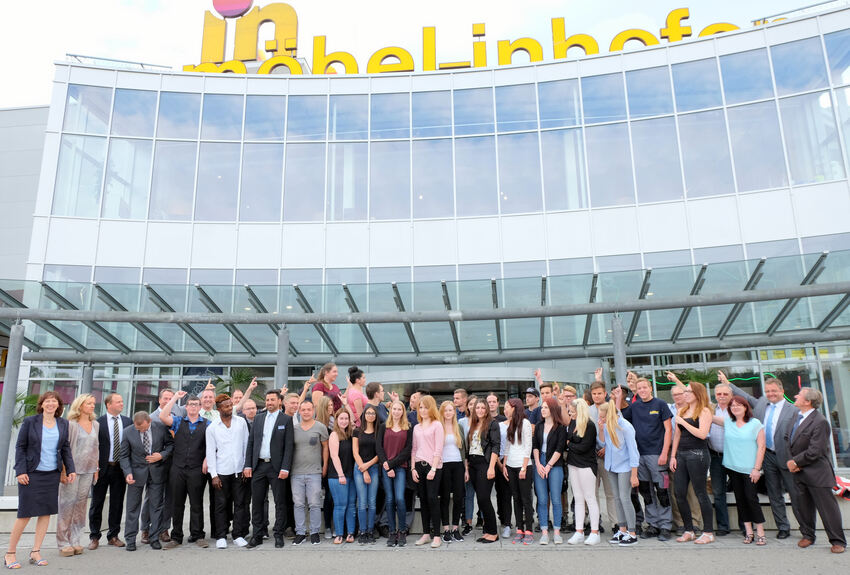 die neuen auszubildenden und die erfolgreichen absolventen von mbel inhofer foto ulmer pressedienst - Mobel Inhofer Kuchen