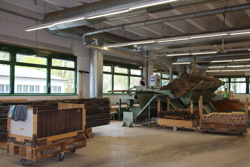 augsburg open bei segm ller in der fabrik des. Black Bedroom Furniture Sets. Home Design Ideas