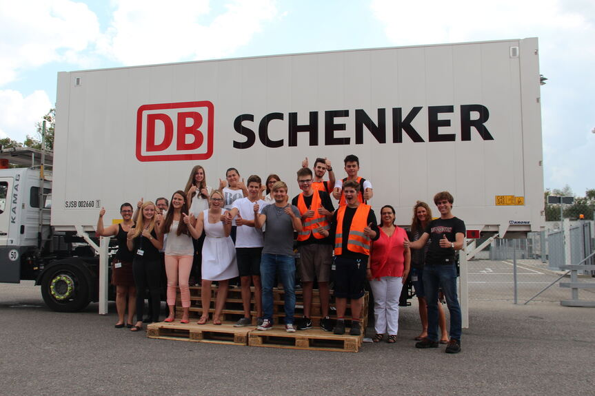 ausbildungsbeginn bei db schenker in augsburg gersthofen db schenker b4b schwaben. Black Bedroom Furniture Sets. Home Design Ideas