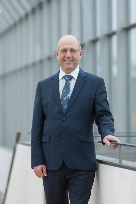 Vr Bank Neu Ulm Verabschiedet Vorstand Werner Deubel Neu Ulm Ulm