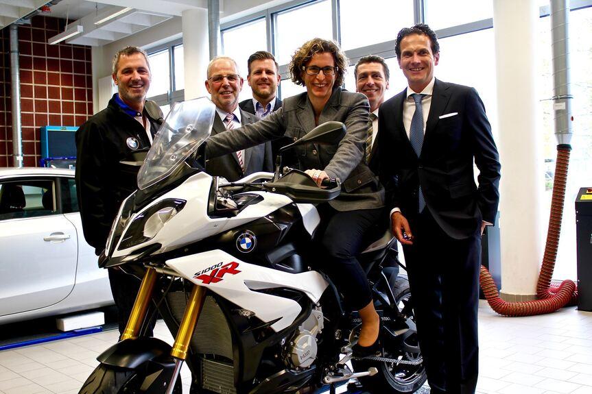 Reisacher Spendet Bmw Motorrad Im Wert Von 18000 Euro An Kfz Innung