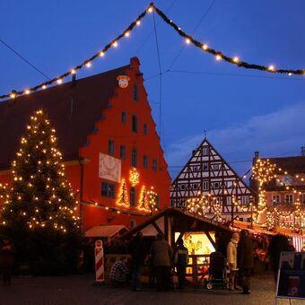 Weihnachtsmarkt Gundelfingen.Weihnachtsmarkt Und Puppenausstellung In Gundelfingen Dillingen