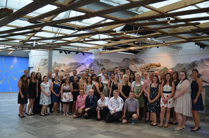 Dehner Verabschiedet 37 Auszubildende Ins Berufsleben Donau Ries