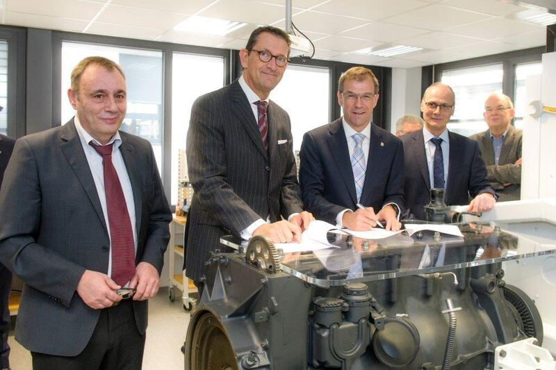 Andreas Köster, Marcus A. Wassenberg, Andreas Schell und Hermann Sauter. Foto: Rolls-Royce Power Systems AG